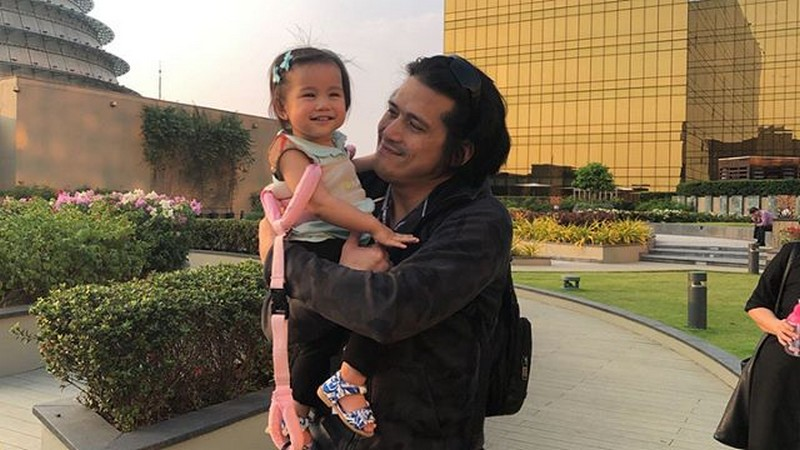 FATHER'S DAY 2018: Robin's precious moments with baby Isabella